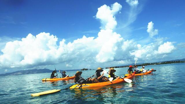 沖縄 シーカヤック『やどかり島上陸&洞窟探検ツーリング』